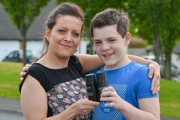 英国一名少年因遇溺昏迷,其母将他每天都会使用的止汗剂带进病房一喷随即醒来。 网上图片