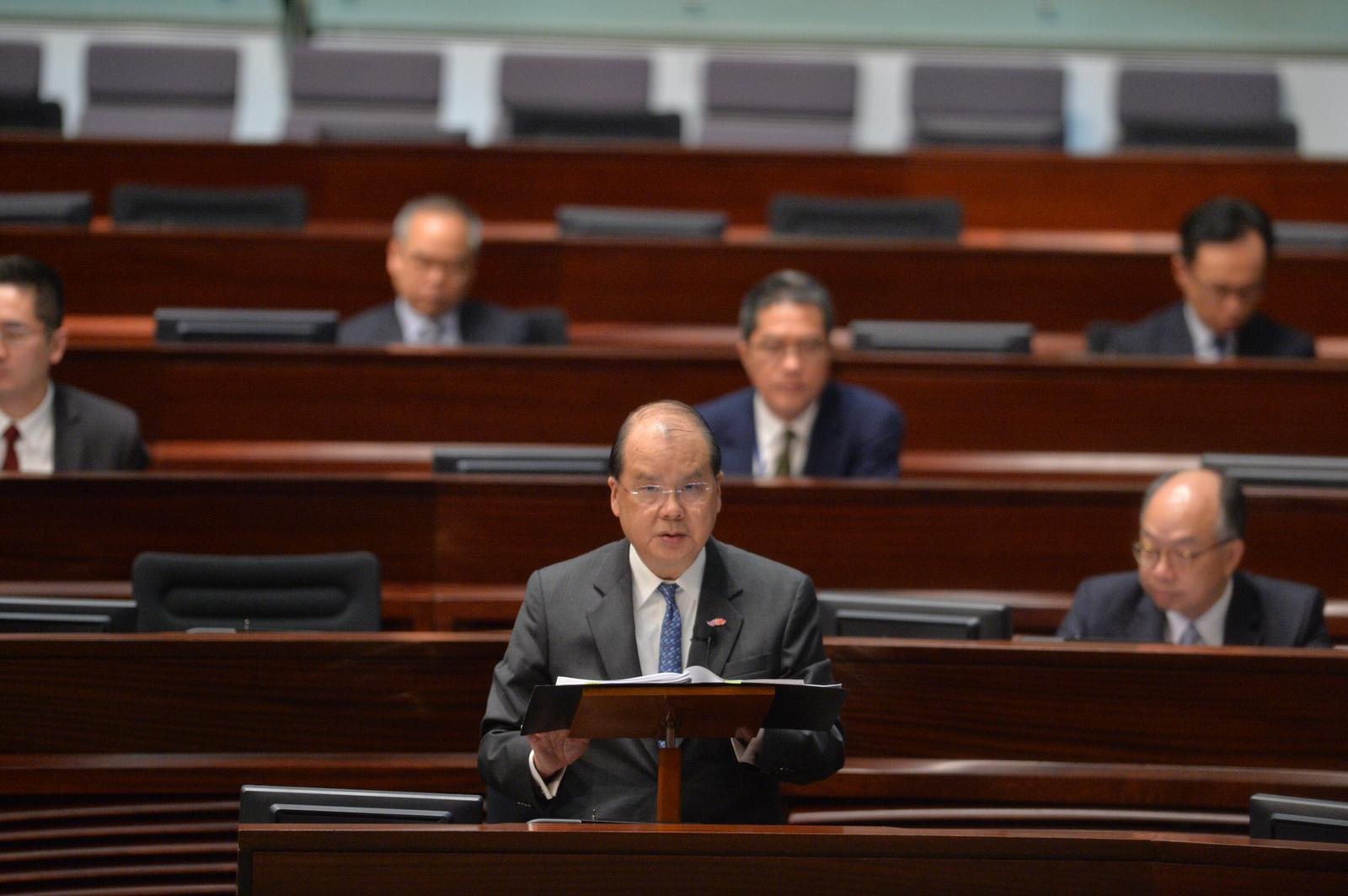 政務司司長張建宗表示,嚴正反對有關動議。