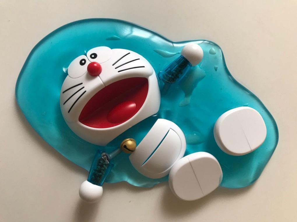 多啦A梦模型「热到融」照片吓到一众网民。网民「taco_handmade」图片