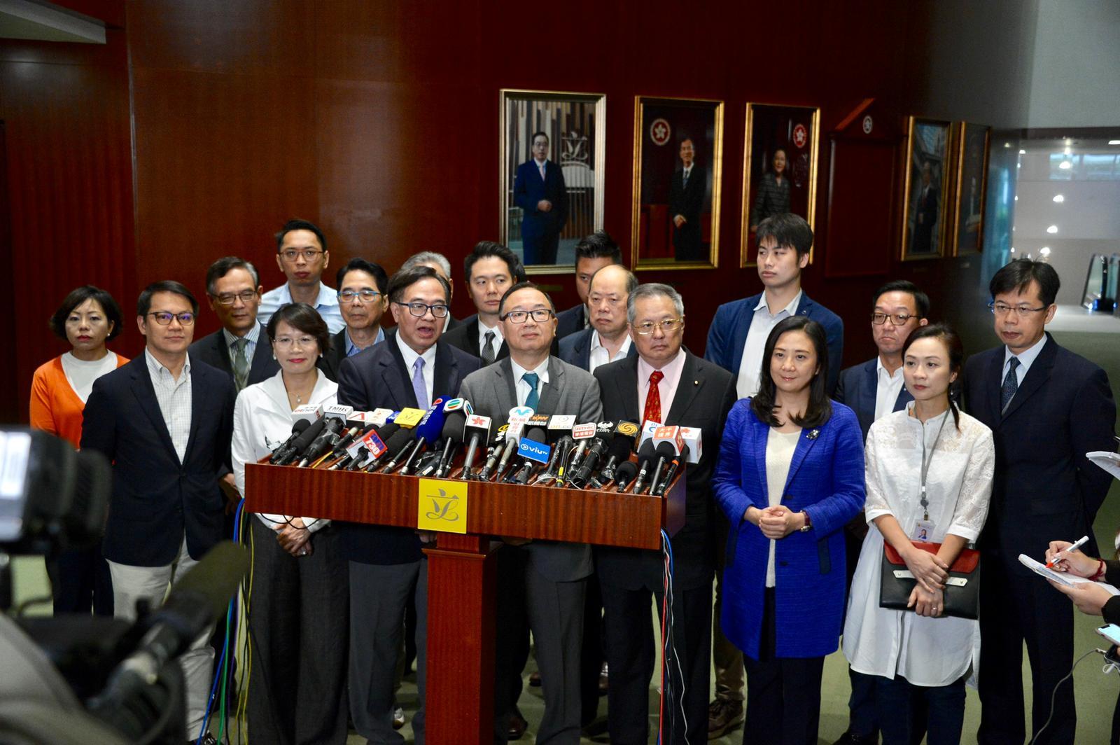 39名建制議員聯署倡移交門檻增至囚7年。
