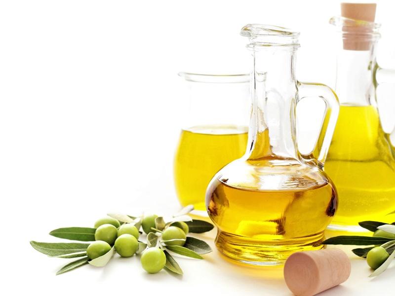 英國連鎖超市正出售的橄欖油,很可能是每年導致數以萬計雀鳥死亡的原因。網圖