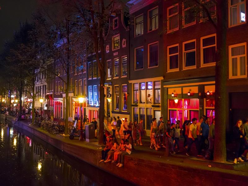 阿姆斯特丹红灯区的观光行程将于明年1月1日起停办。  网上图片
