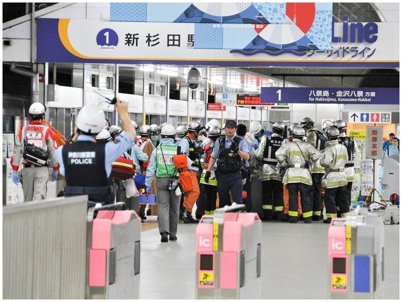 事故后救援人员到场。网图