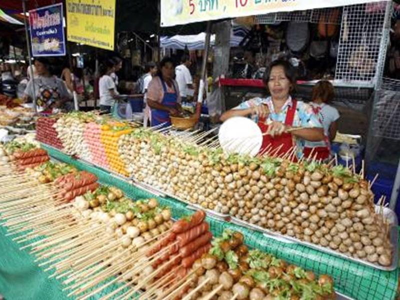 翟道翟周末市场为曼谷知名景点。资料图片