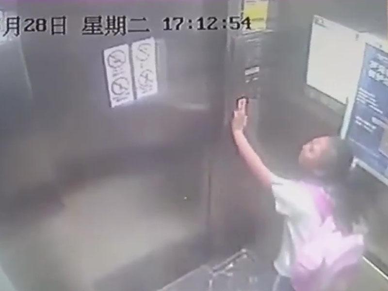 小李獨自在升降機內,升降機突然從19樓直墜到1樓。(網圖)