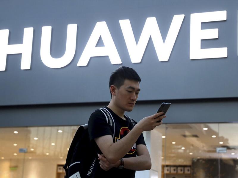 传富士康暂停华为手机数条生产线。AP