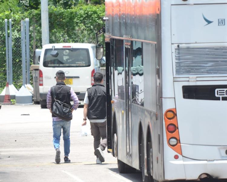 大屿山重案到小蚝湾巴士车厂调查。欧阳伟光摄