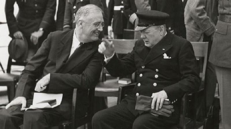 英国战时首相邱吉尔和当时的美国总统罗斯福于1941年8月14日签署《大西洋宪章》。网上图片
