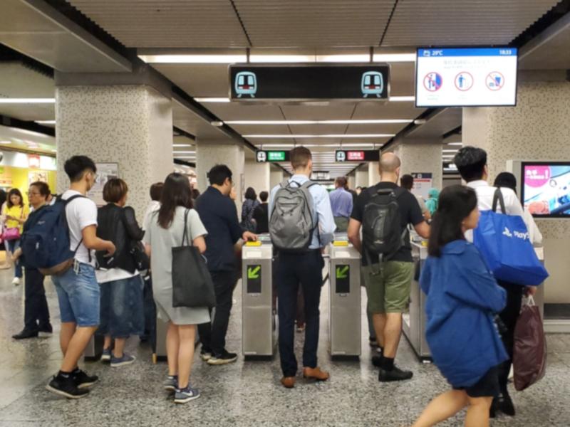 有人被捕後承認因在港鐵站遭人喝罵,始會作出激烈言論,並表示「只講不做」。資料圖片