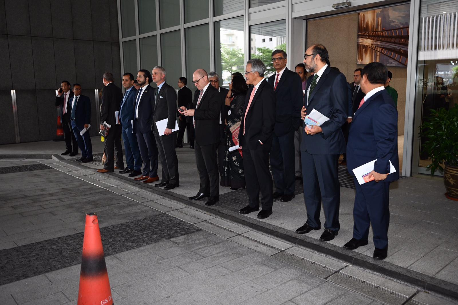 特首林郑月娥在政府总部约见多名驻港领事,解释政府修订《逃犯条例》立场。