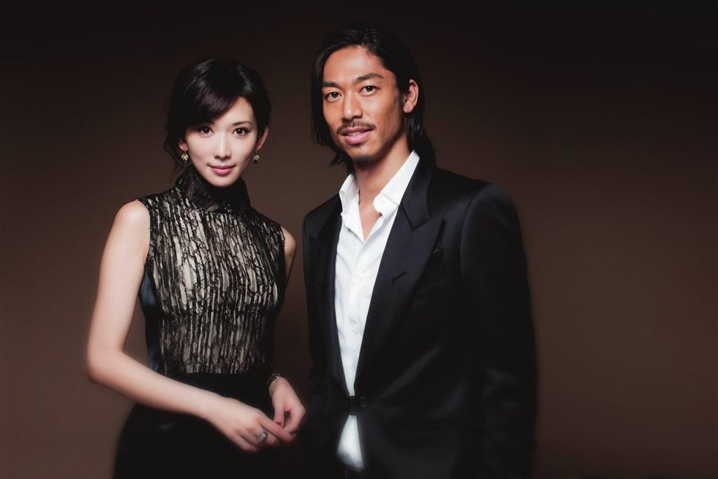 林志玲宣布閃嫁AKIRA。網上圖片