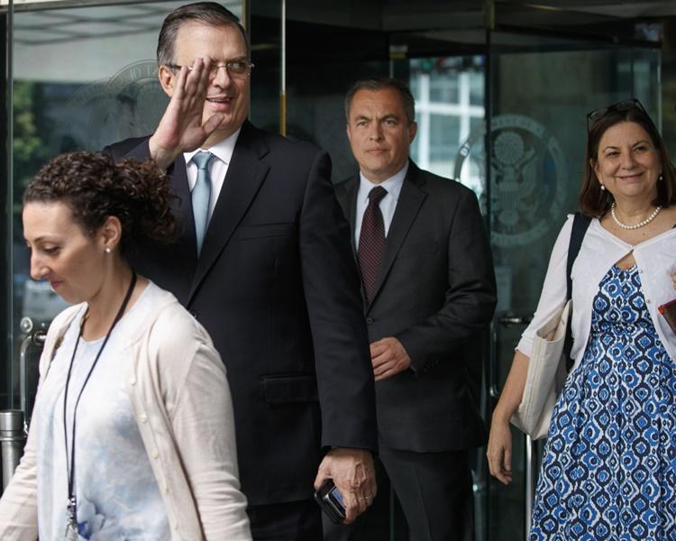 墨西哥外长埃布拉尔到华盛顿与美国官员磋商。