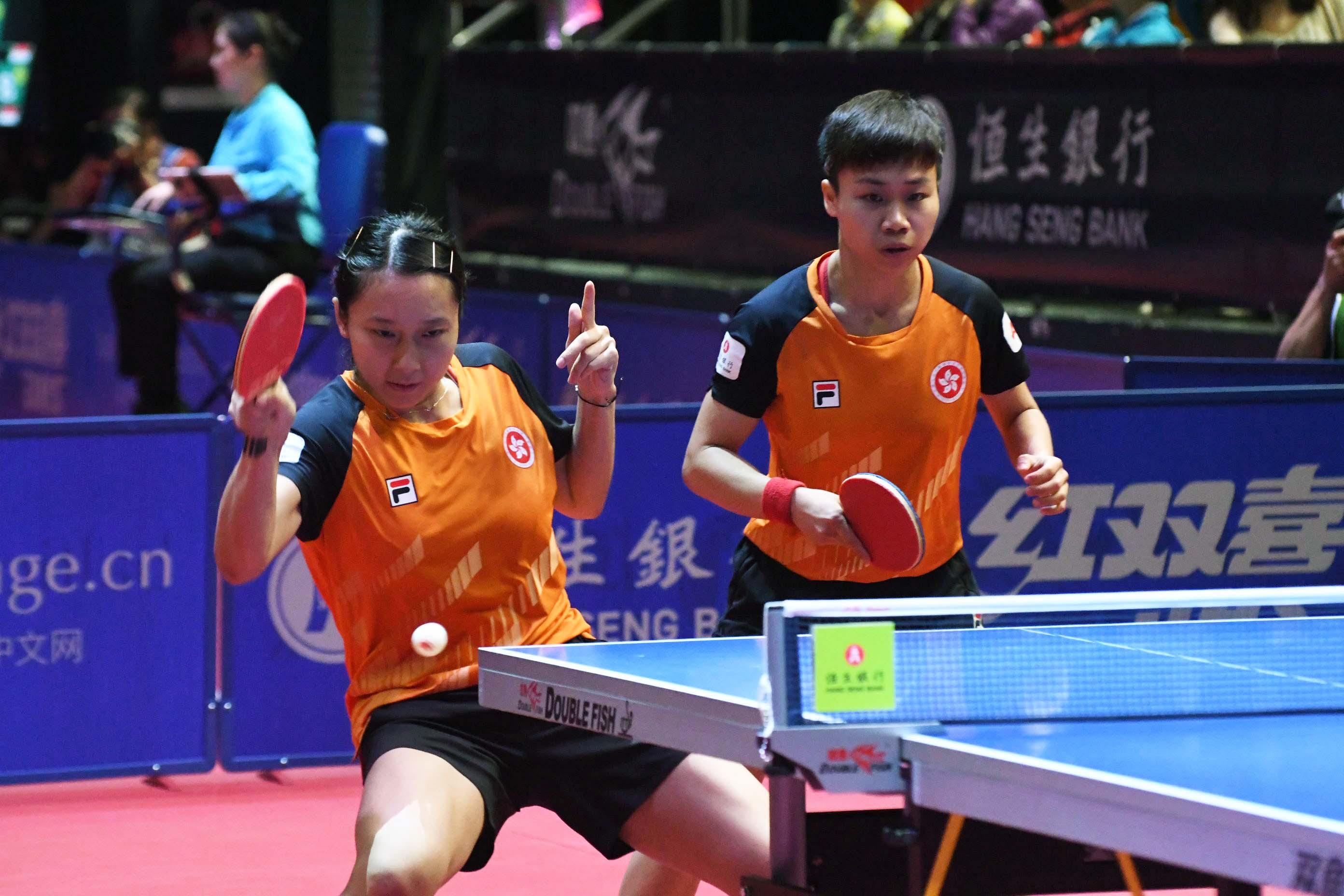 蘇慧音(左)與吳穎嵐激戰五盤晉級女雙四強。郭晉朗攝