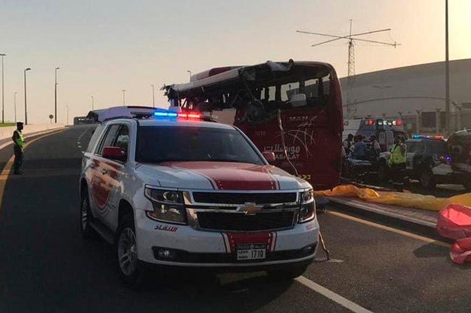 当地警方正调查车祸原因。