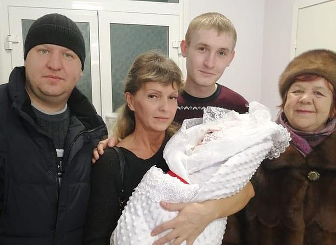 Alisa 的家人原本开开心心迎接小生命。