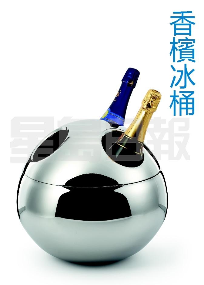 爸喜歡飲用香檳?不妨考慮這款SAINT TROPEZ香檳冰桶,以拋光不鏽鋼製造,採雙層球形設計,每次最多可放入三瓶香檳,冰塊的保存時間比一般冰桶更持久,隔熱效應強,讓美酒保持冰凍。 (D)