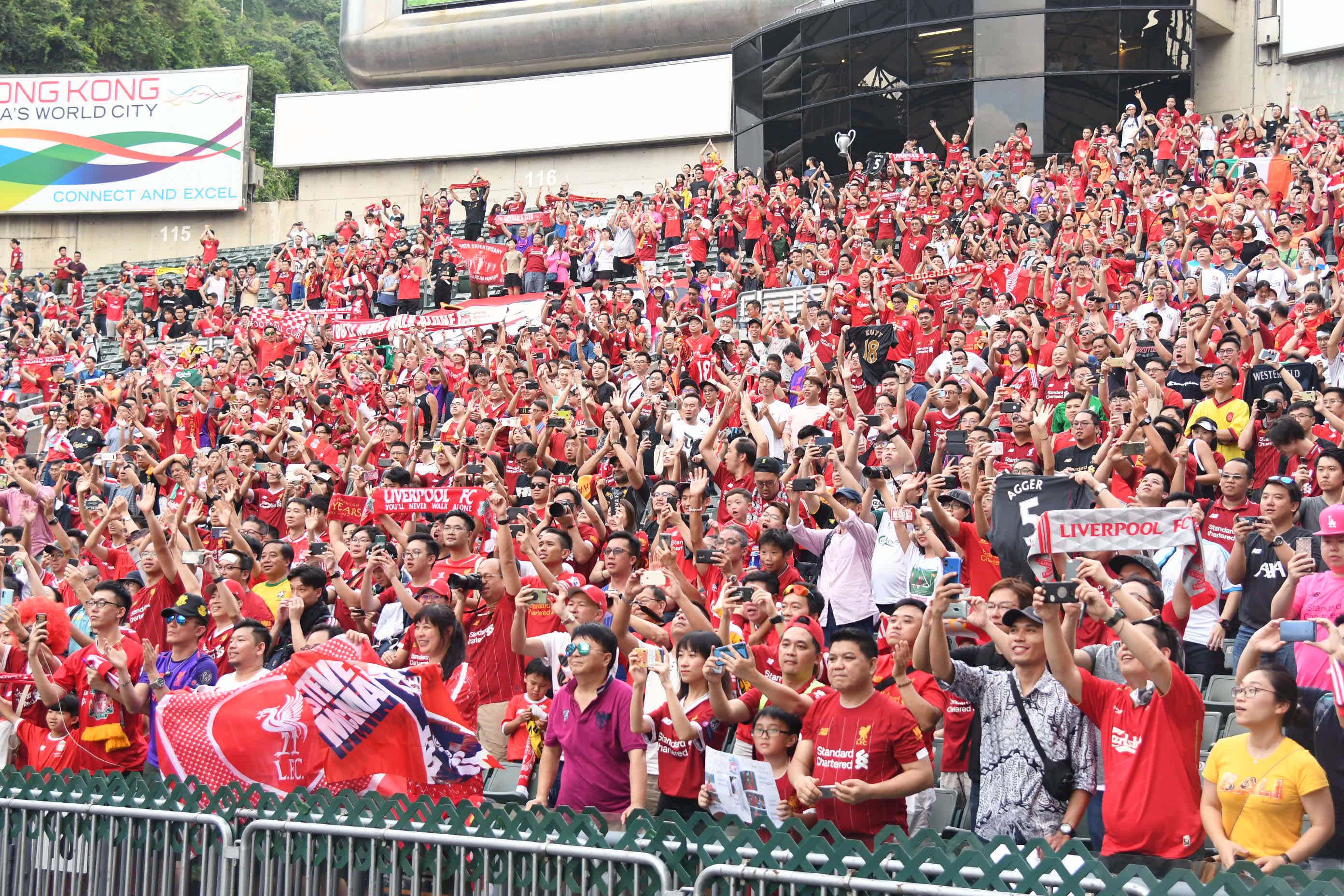 利物浦球迷紅海席捲大球場!郭晉朗攝