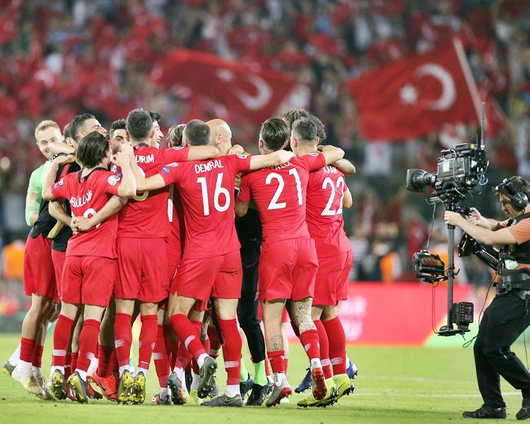 爆冷贏波的土耳其,半場已先兩球。AP