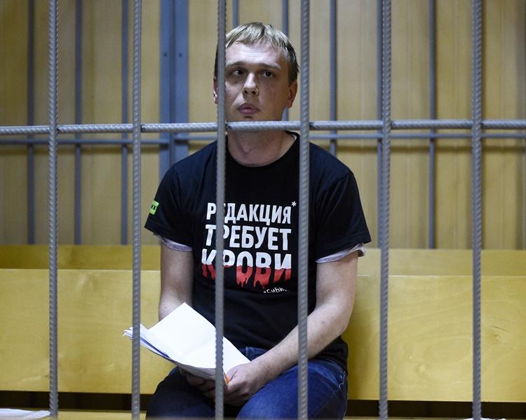 戈盧諾夫被捕疑與他的採訪報道有關。AP