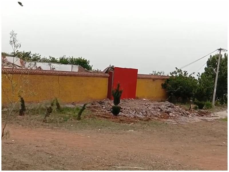 廟宇一夜被拆除。