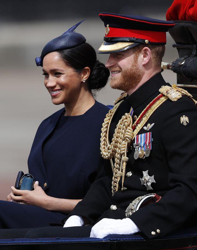 哈里王子和梅根參加慶祝英女皇壽辰的皇家閱兵大典。AP