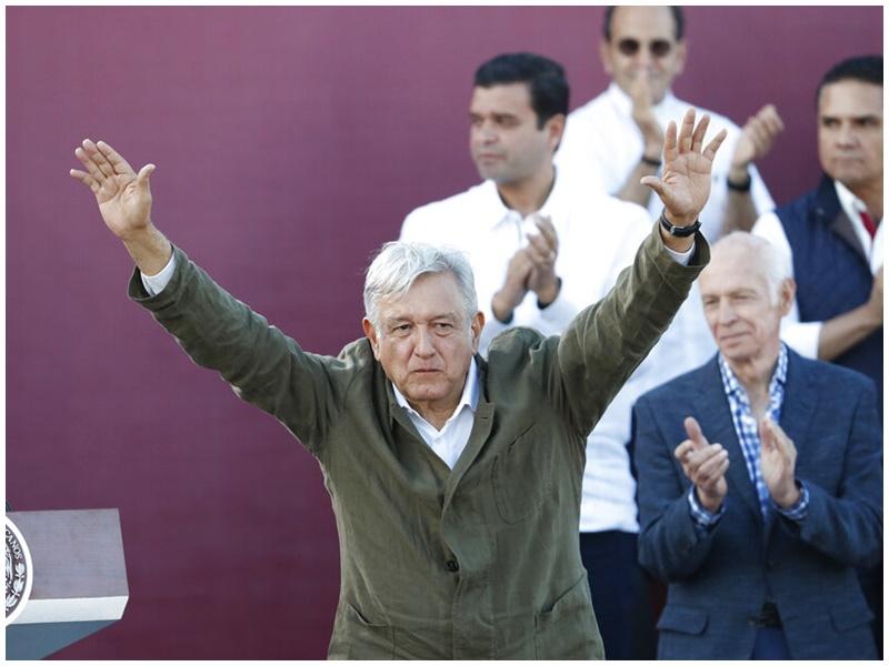 墨西哥总统洛佩斯发表讲话庆祝。
