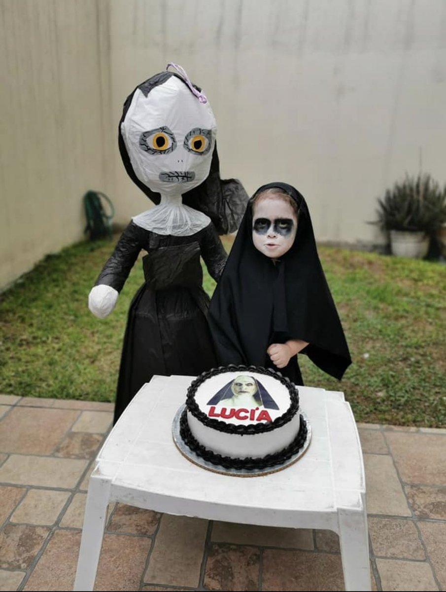 在生日蛋糕上亦有「詭修女」的樣貌。Andrea Twitter圖片