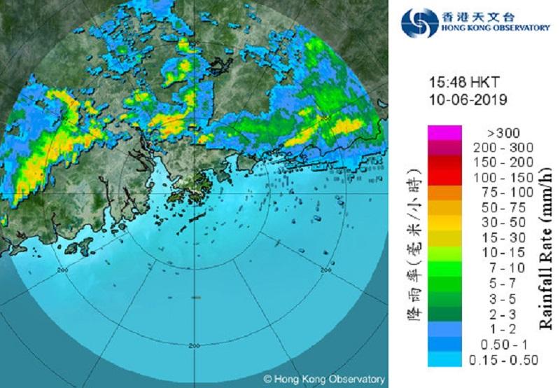 廣東西部的雷雨區正逐漸東移。香港天文台