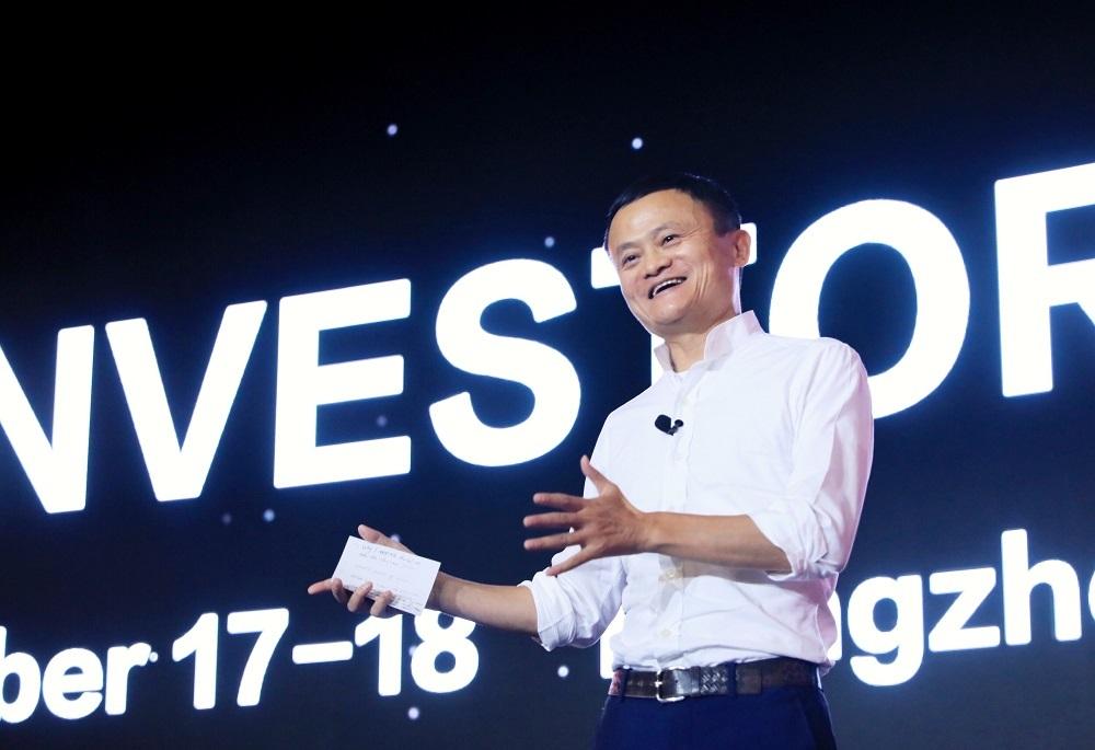 馬雲自稱從事網絡業25年來,僅僅懂得使用電腦收發郵件。 資料圖片