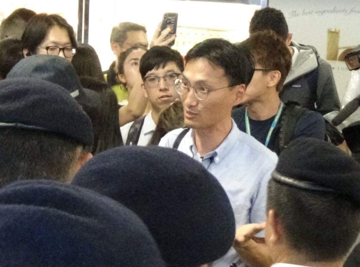 議員朱凱廸、鄺俊宇及林卓廷亦有到場了解事件。