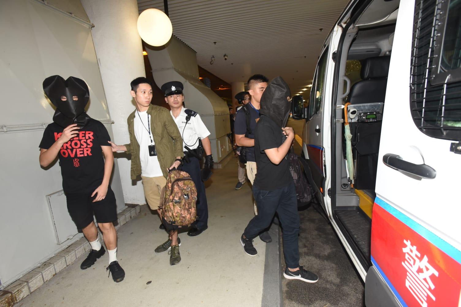 涉案男子帶返警署調查。