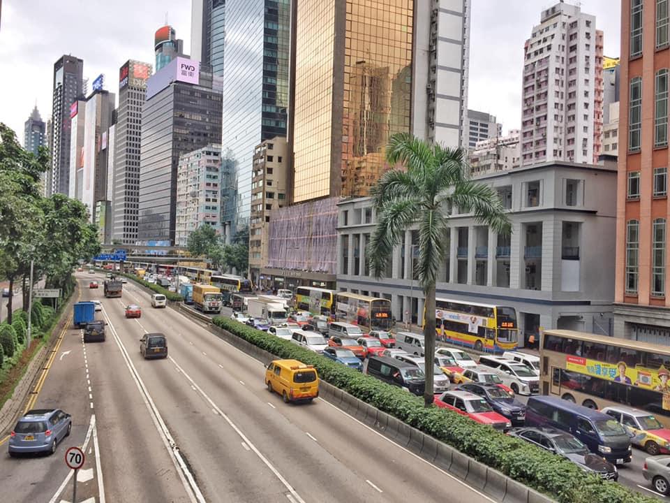 告士打道及龍和道東西行交通癱瘓。 香港突發事故報料區FB/網民Jason Tang圖