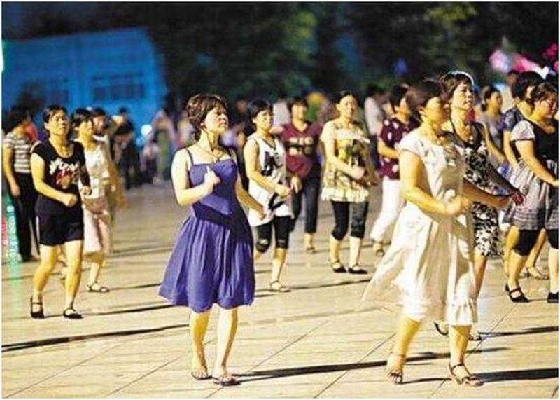 哈爾濱當局發布方案,晚上10時至次日6時,期間不得進行影響周邊居民正常休息的廣場舞活動。(網圖)