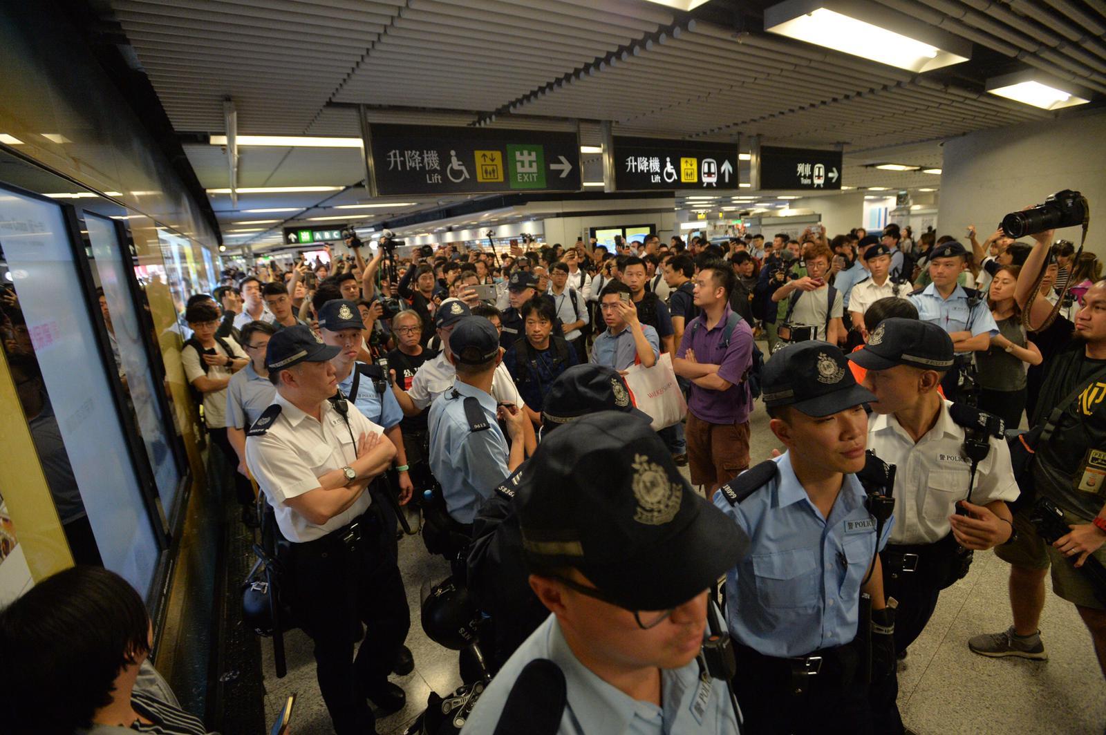 有報道指,港鐵發特別通知要求提交請病假員工名單。