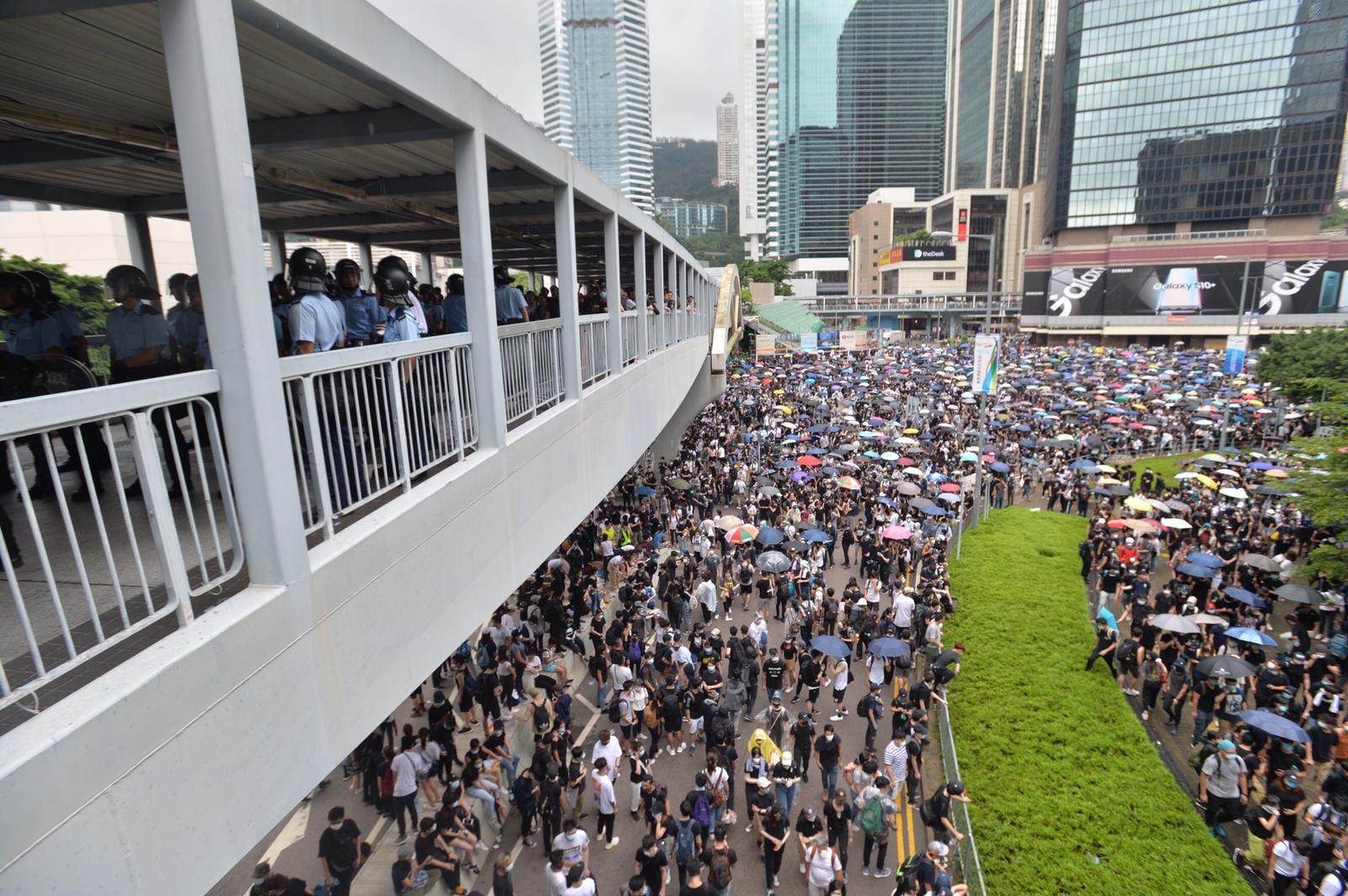 示威者佔領多條街道。