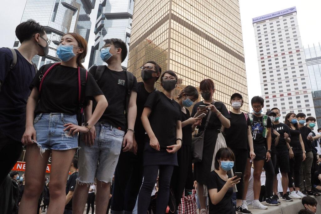 示威者佔據金鐘一帶馬路。AP
