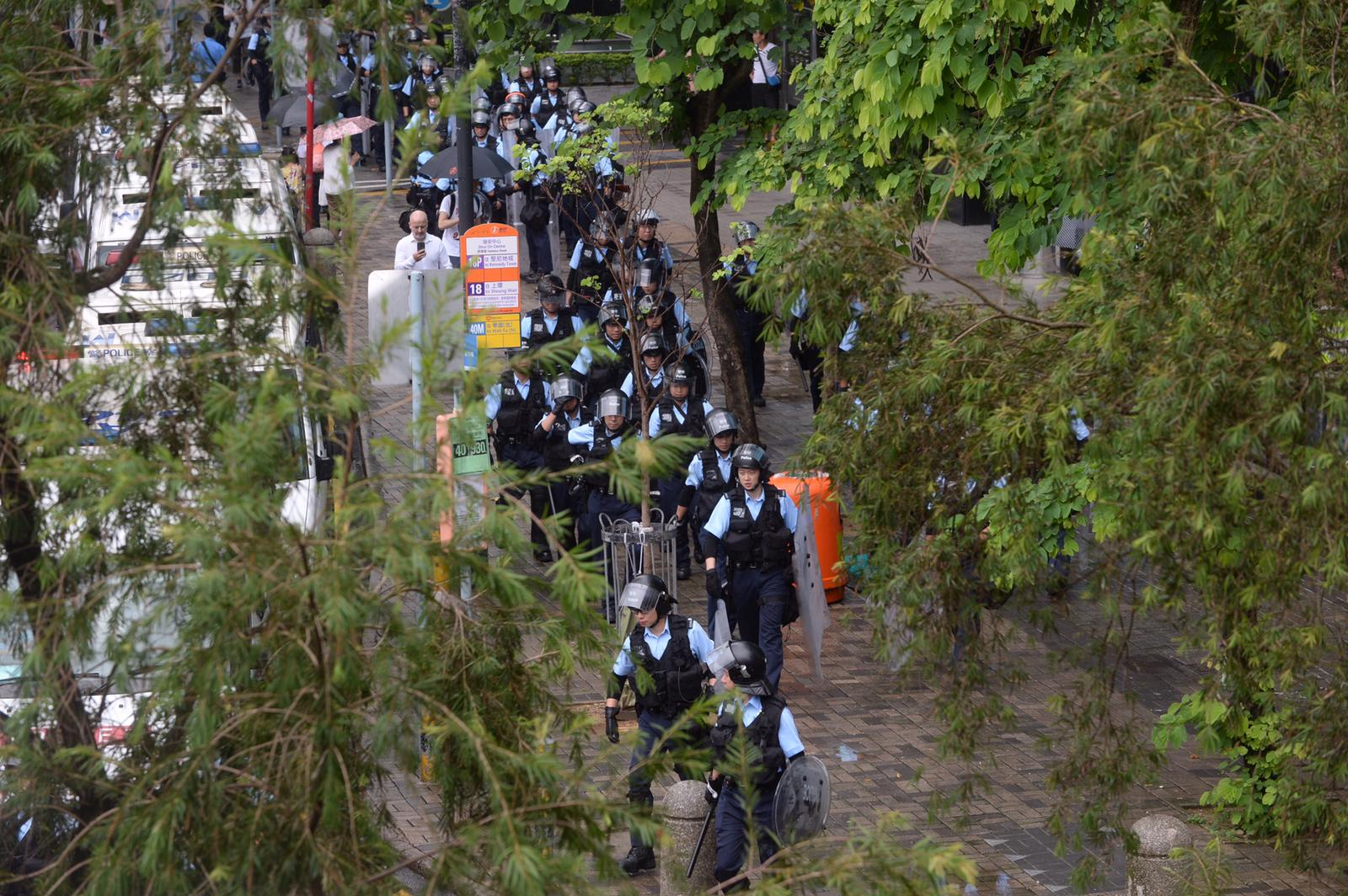 大批警員到場戒備。