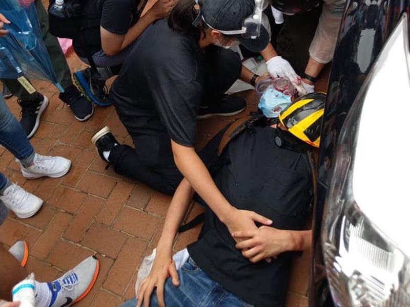 傳有示威者中槍。網民「太早洩」圖片
