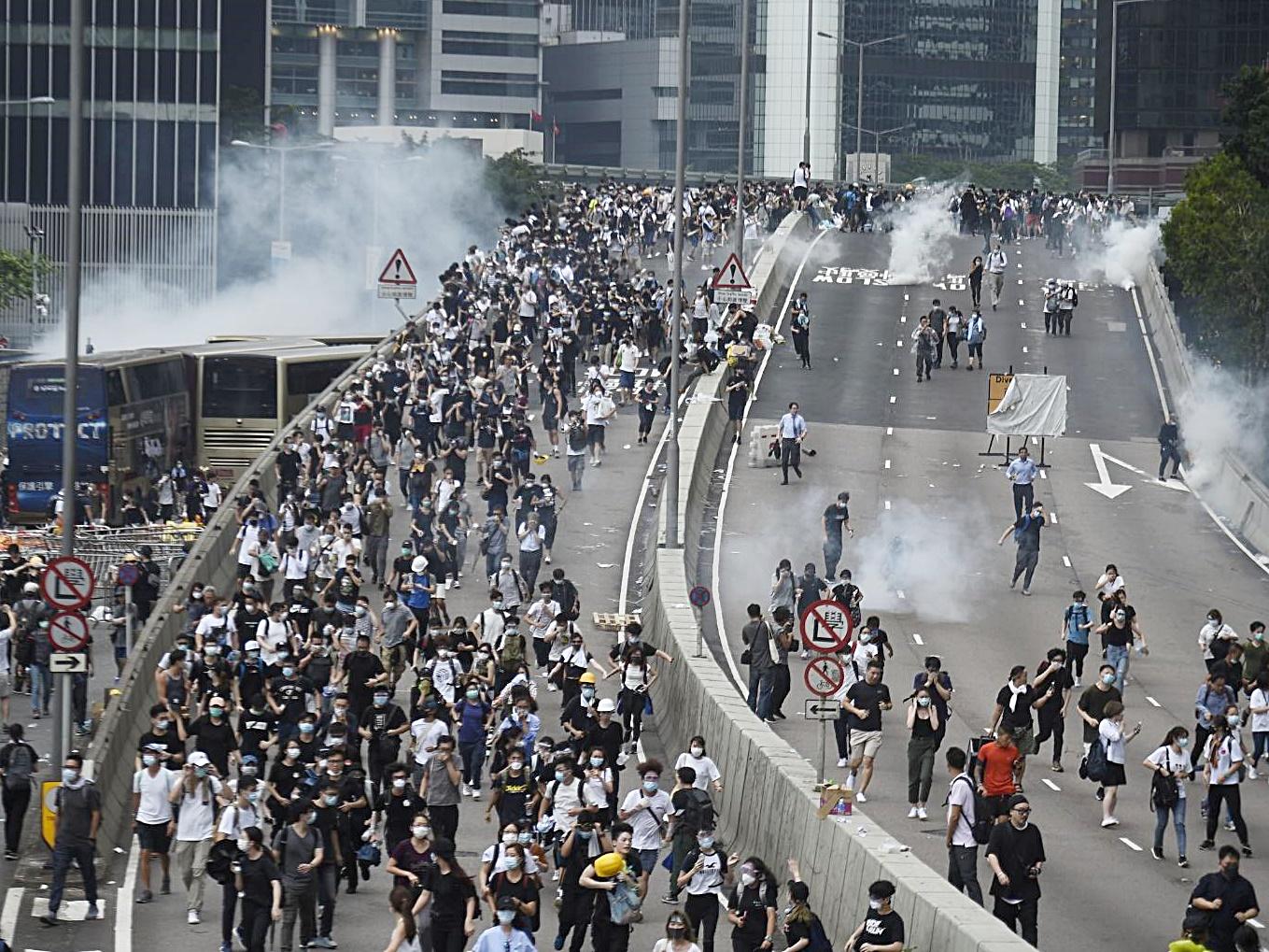警方指示威演變成騷。