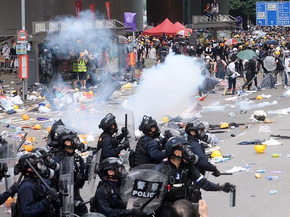 警方與示威者爆發衝突。