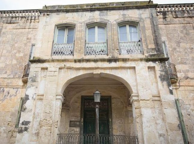 英女皇位於地中海馬耳他的曼吉亞坎別墅放售。網圖