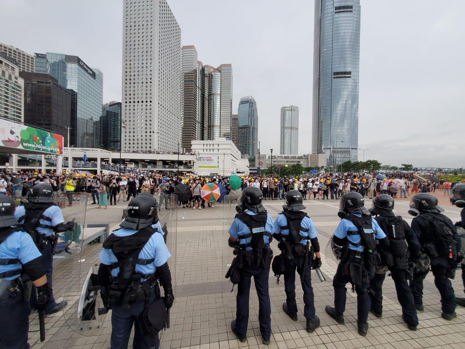 中環海濱有防暴警察戒備