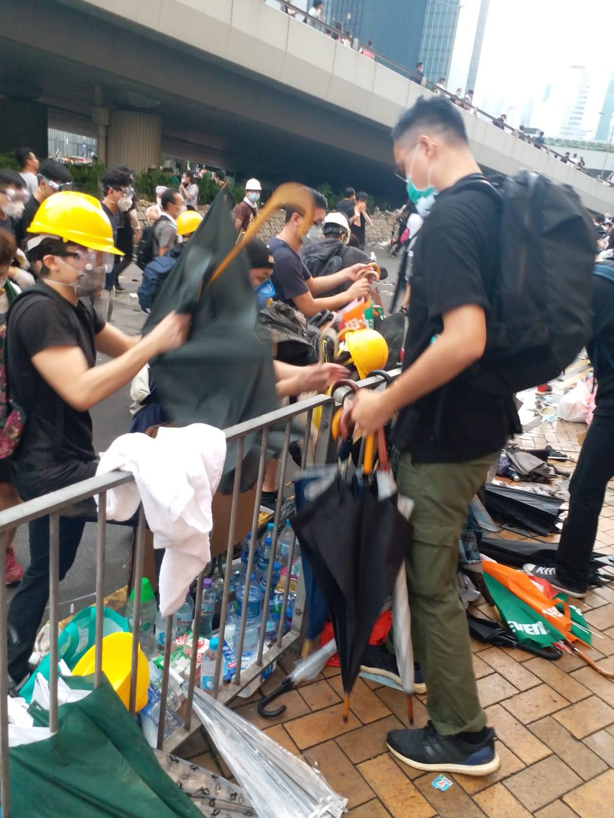 【逃犯條例】警連續施放催淚彈 遠東金融中心成示威者庇護處