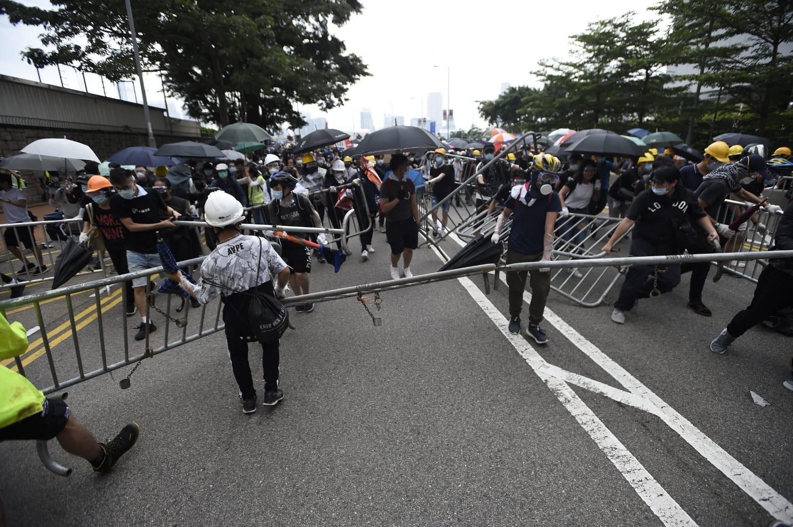 警方指示威者暴力衝擊警方