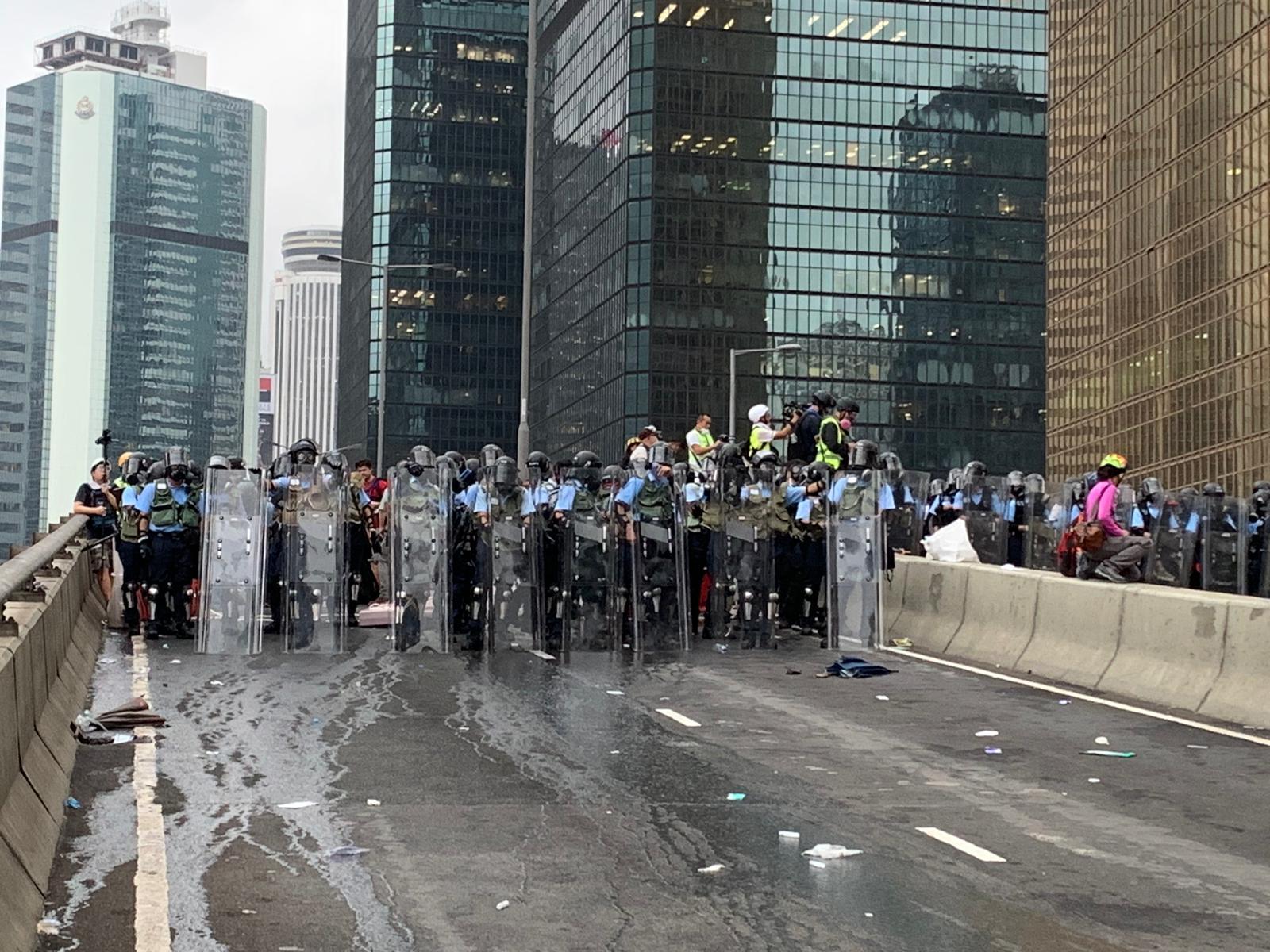 警方強調未有出動「水炮車」。