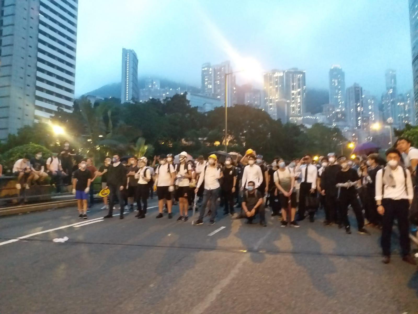 警方加派人手於金鐘道防綫