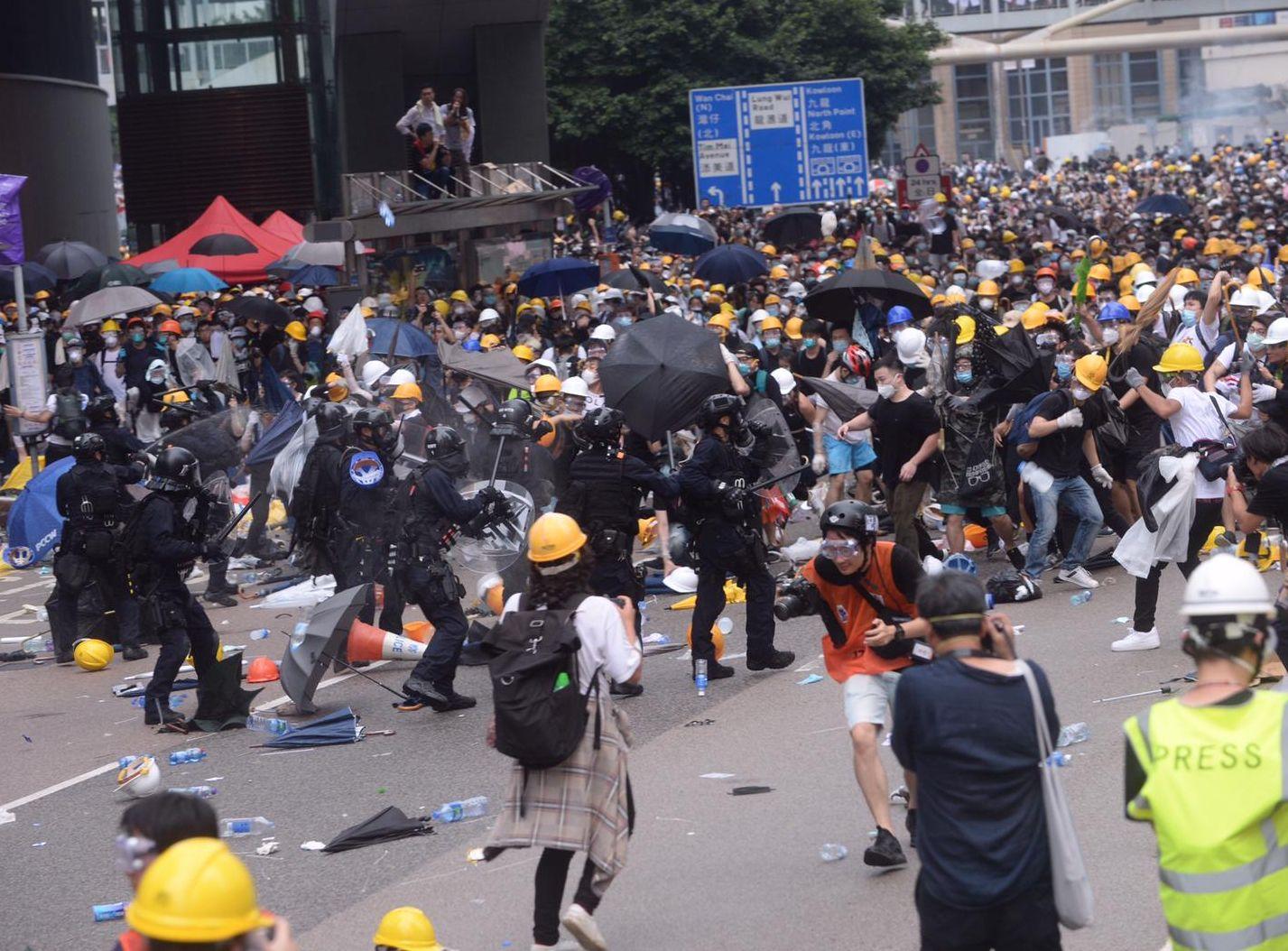 香港直接資助學校議會認為,不應付諸暴力行動。