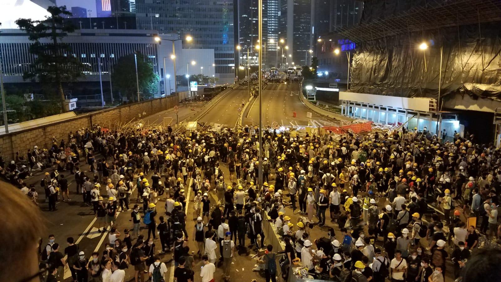 大批示威者聚集