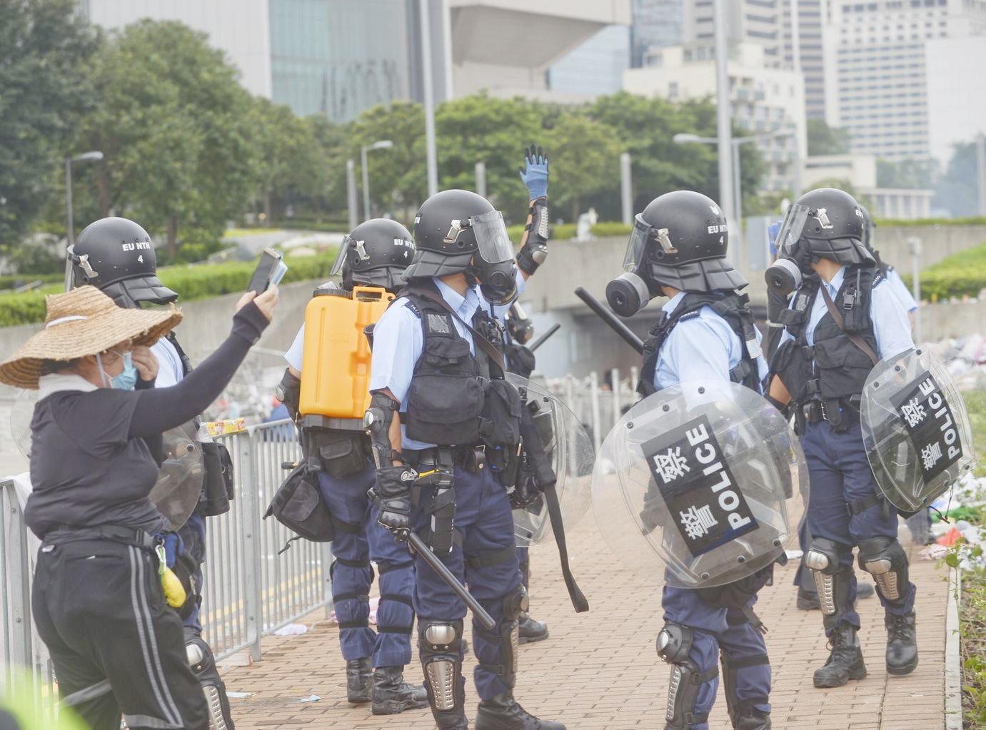 民權觀察譴責警方以過量武力對待示威者。