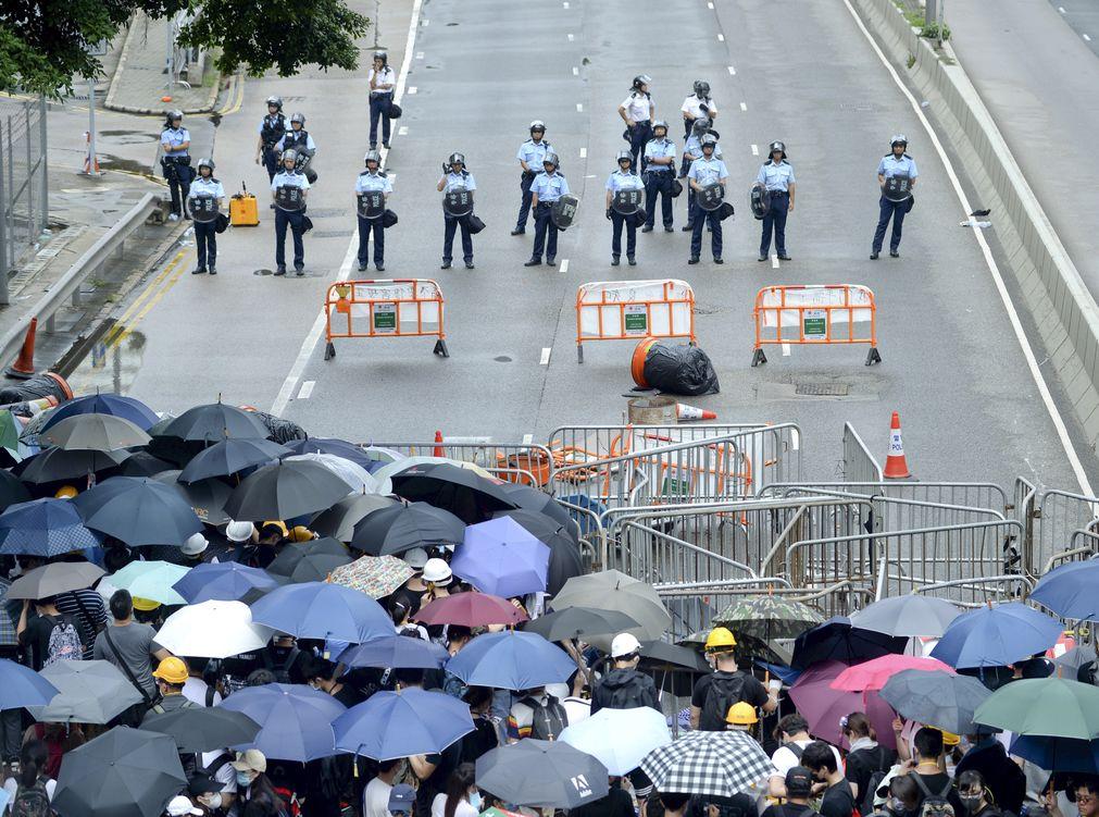 前監警會主席及成員呼籲示威民眾及警方保持克制。